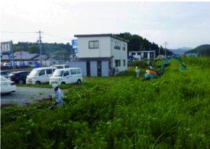 河川堤防の除草作業