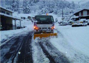 公道での除雪作業